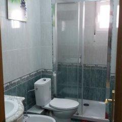 Отель Valencia Beach Low Cost Валенсия ванная