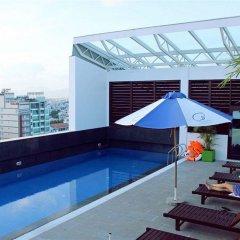 Nhi Phi Hotel бассейн