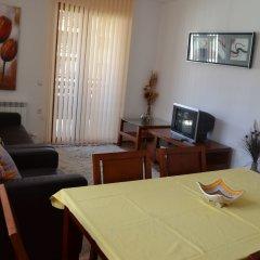 Отель Pirin Heights Holiday Apartments Болгария, Банско - отзывы, цены и фото номеров - забронировать отель Pirin Heights Holiday Apartments онлайн комната для гостей фото 2