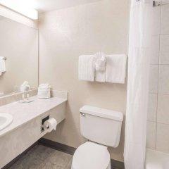 Отель Columbus Grand Hotel & Banquet Center США, Колумбус - отзывы, цены и фото номеров - забронировать отель Columbus Grand Hotel & Banquet Center онлайн ванная