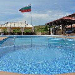 Отель Chateau-Hotel Trendafiloff Болгария, Димитровград - отзывы, цены и фото номеров - забронировать отель Chateau-Hotel Trendafiloff онлайн бассейн фото 3