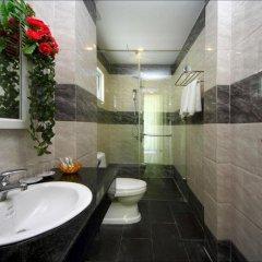 Отель Flame Flowers Homestay ванная