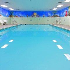Отель Holiday Inn Express Stony Brook бассейн