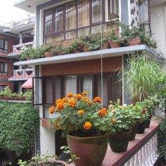 Отель Green Hotel Непал, Катманду - отзывы, цены и фото номеров - забронировать отель Green Hotel онлайн балкон