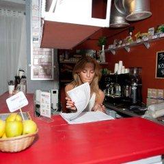 Fabrika Hostel&Gallery гостиничный бар