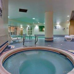 Отель Crowne Plaza Toronto Airport Канада, Торонто - отзывы, цены и фото номеров - забронировать отель Crowne Plaza Toronto Airport онлайн бассейн фото 2