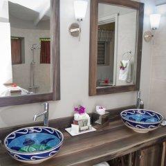 Отель East Winds Inn - Все включено ванная фото 2