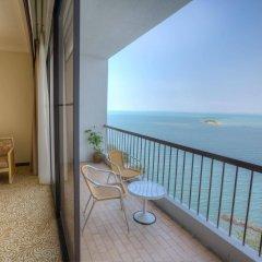 Отель Copthorne Orchid Hotel Penang Малайзия, Пенанг - отзывы, цены и фото номеров - забронировать отель Copthorne Orchid Hotel Penang онлайн балкон