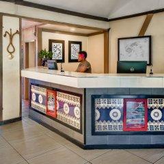 Отель Tanoa Skylodge Hotel Фиджи, Вити-Леву - отзывы, цены и фото номеров - забронировать отель Tanoa Skylodge Hotel онлайн интерьер отеля