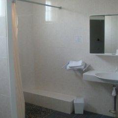 Отель Aer Франция, Озвиль-Толозан - отзывы, цены и фото номеров - забронировать отель Aer онлайн ванная фото 2