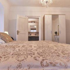Апартаменты Charles Bridge Royal Apartment комната для гостей фото 5