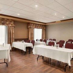 Отель Days Inn by Wyndham Levis Канада, Сен-Николя - отзывы, цены и фото номеров - забронировать отель Days Inn by Wyndham Levis онлайн фото 2