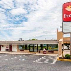 Отель Econo Lodge парковка
