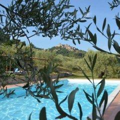 Отель Agriturismo Il Monte Монтоне бассейн