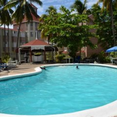 Отель Fisherman's Point Holiday Ямайка, Очо-Риос - отзывы, цены и фото номеров - забронировать отель Fisherman's Point Holiday онлайн бассейн