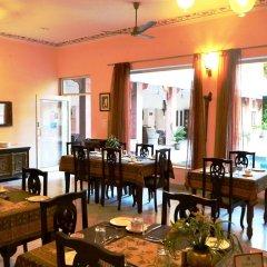 Suryaa Villa - A City Centre Hotel питание