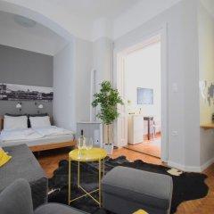 Отель Standard Apartment by Hi5 - Chainbridge Венгрия, Будапешт - отзывы, цены и фото номеров - забронировать отель Standard Apartment by Hi5 - Chainbridge онлайн комната для гостей фото 2