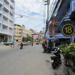 18 Coins Cafe & Hostel парковка