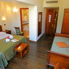 Отель Domus Florentiae Hotel Италия, Флоренция - 1 отзыв об отеле, цены и фото номеров - забронировать отель Domus Florentiae Hotel онлайн удобства в номере фото 2