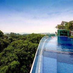 Village Hotel Changi бассейн