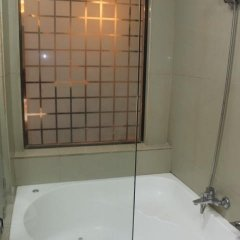 Отель Affinity Condo Resort - Luxury Hotel Филиппины, Пампанга - отзывы, цены и фото номеров - забронировать отель Affinity Condo Resort - Luxury Hotel онлайн ванная фото 2