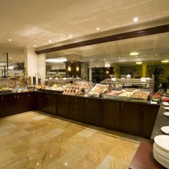 Ramada Hotel & Suites Bucharest North питание фото 2