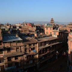 Отель Cosy Hotel Непал, Бхактапур - отзывы, цены и фото номеров - забронировать отель Cosy Hotel онлайн балкон
