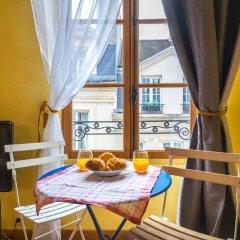 Отель Studio Saint Louis En L'ile Франция, Париж - отзывы, цены и фото номеров - забронировать отель Studio Saint Louis En L'ile онлайн балкон