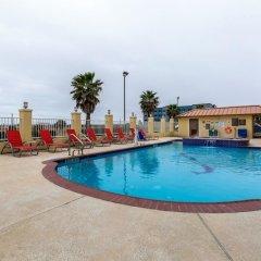 Отель Comfort Suites Galveston США, Галвестон - отзывы, цены и фото номеров - забронировать отель Comfort Suites Galveston онлайн бассейн фото 3