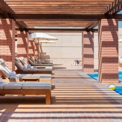 Отель Hilton Dubai Al Habtoor City бассейн