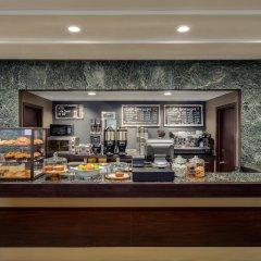 Отель LaGuardia Plaza Hotel США, Нью-Йорк - отзывы, цены и фото номеров - забронировать отель LaGuardia Plaza Hotel онлайн питание фото 3