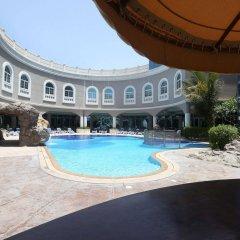 Sharjah Premiere Hotel & Resort бассейн