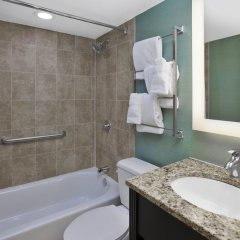 Отель Holiday Inn Columbus Dwtn-Capitol Square Колумбус ванная