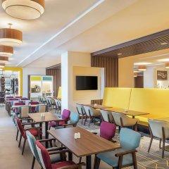 Отель Hampton by Hilton Dubai Airport гостиничный бар