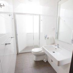 Отель Bunk Backpackers ванная фото 2