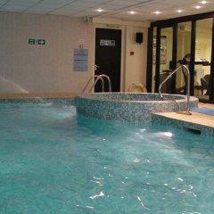 Отель DoubleTree by Hilton London Victoria бассейн