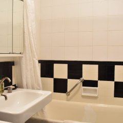 Апартаменты Top Floor 1 Bedroom Apartment Near Gare de Lyon ванная фото 2