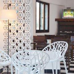 Отель azuLine Hotel Galfi Испания, Сан-Антони-де-Портмань - 1 отзыв об отеле, цены и фото номеров - забронировать отель azuLine Hotel Galfi онлайн удобства в номере