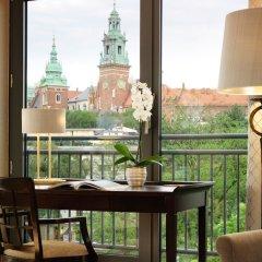 Отель Sheraton Grand Krakow в номере фото 2