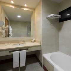Отель Holiday Inn Madrid - Calle Alcala ванная фото 2