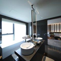 Отель Joyze Hotel Xiamen, Curio Collection by Hilton Китай, Сямынь - отзывы, цены и фото номеров - забронировать отель Joyze Hotel Xiamen, Curio Collection by Hilton онлайн ванная фото 2