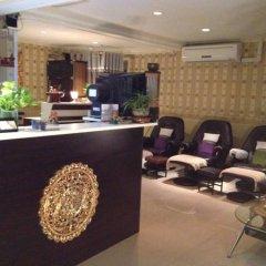 Moom Pon Khlai Hostel & Spa интерьер отеля