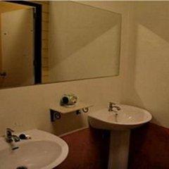 Отель Patong Backpacker Hostel Таиланд, Карон-Бич - отзывы, цены и фото номеров - забронировать отель Patong Backpacker Hostel онлайн ванная