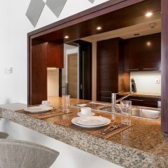 Апартаменты One Perfect Stay - Studio at Burj Views Дубай в номере
