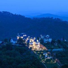 Отель Dalat De Charme Village Resort Далат приотельная территория