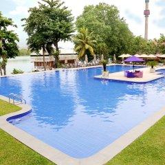 Отель Cinnamon Lakeside Colombo бассейн