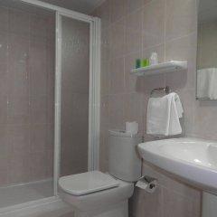 Отель Mesón de L'Ainsa Испания, Аинса - отзывы, цены и фото номеров - забронировать отель Mesón de L'Ainsa онлайн ванная