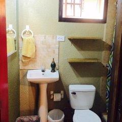 Отель Anchor Inn Гондурас, Остров Утила - отзывы, цены и фото номеров - забронировать отель Anchor Inn онлайн ванная фото 2
