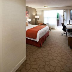 Отель Delta Hotels by Marriott Calgary South Канада, Калгари - отзывы, цены и фото номеров - забронировать отель Delta Hotels by Marriott Calgary South онлайн комната для гостей фото 5