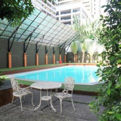 Reno Hotel Бангкок бассейн